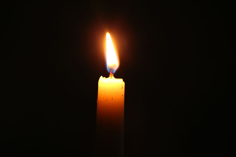 800px-bn3q09604_candle_light
